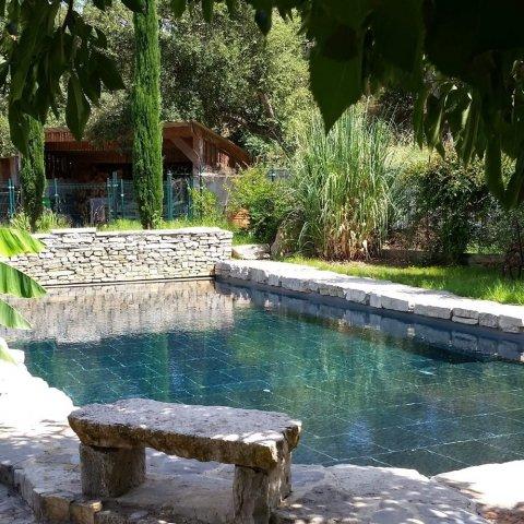 Rénovation d'une piscine polyester en béton à Draguignan