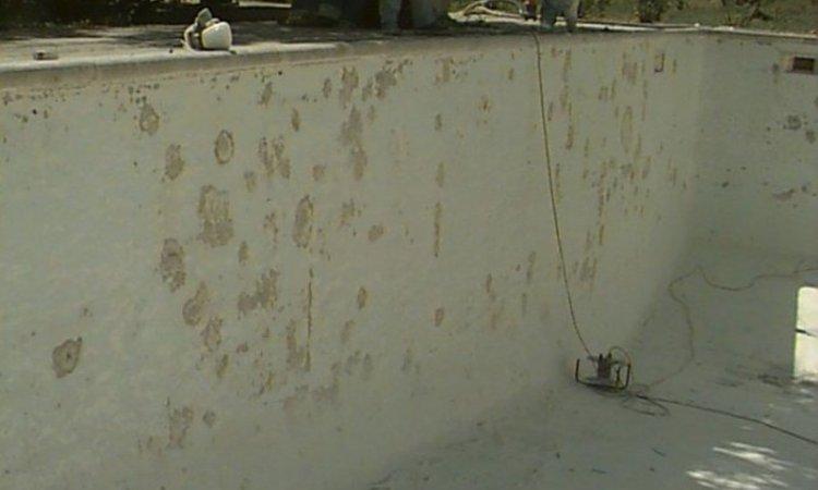 Dégâts d'osmose sur un revêtement polyester Draguignan